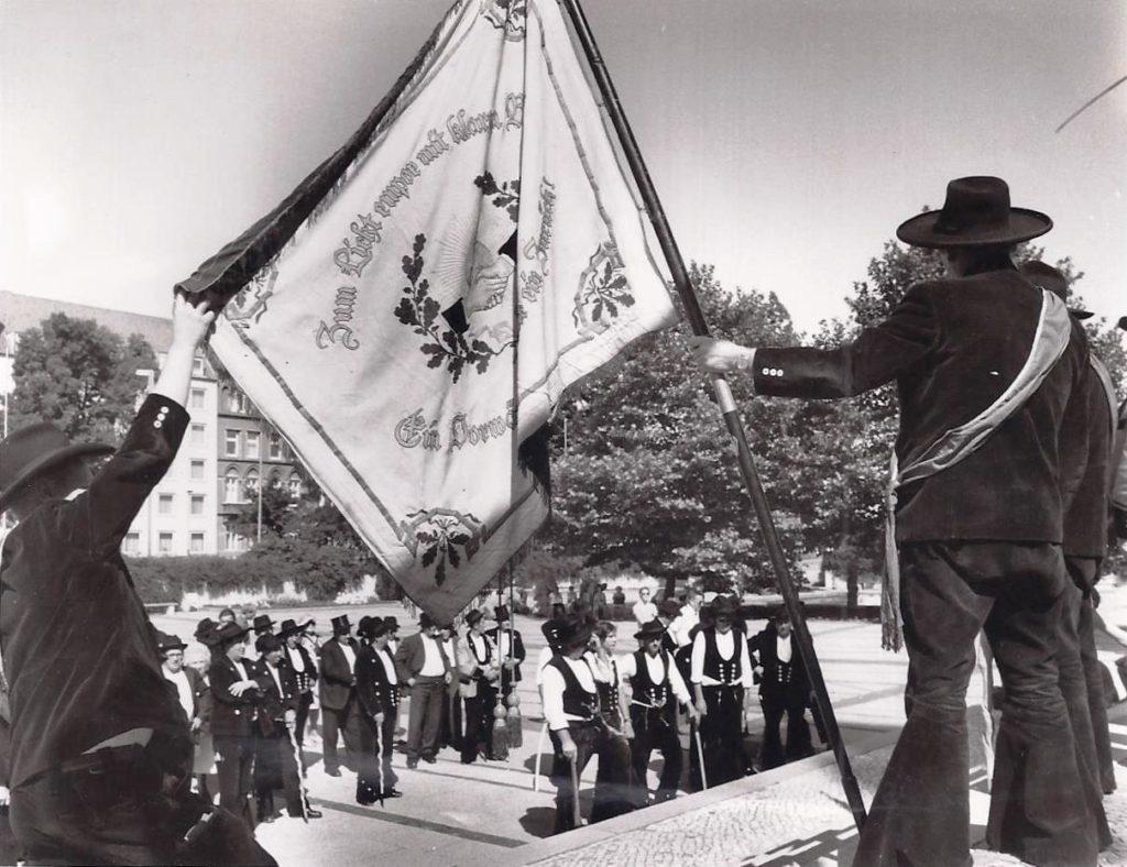 1975 – Gesellentreffen Hannover mit 50 Jahre Fahne Dresden